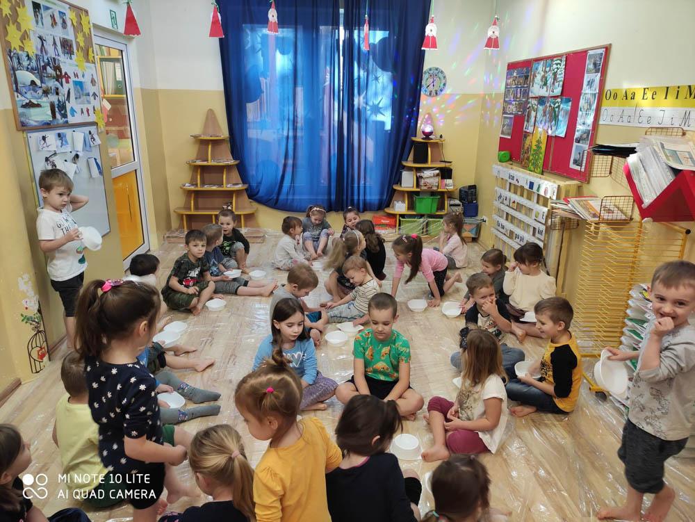 Przedszkole Puchatkowo Kraków iWieliczka Zabawy sensoryczne sztucznym śniegiem (22 of 28)