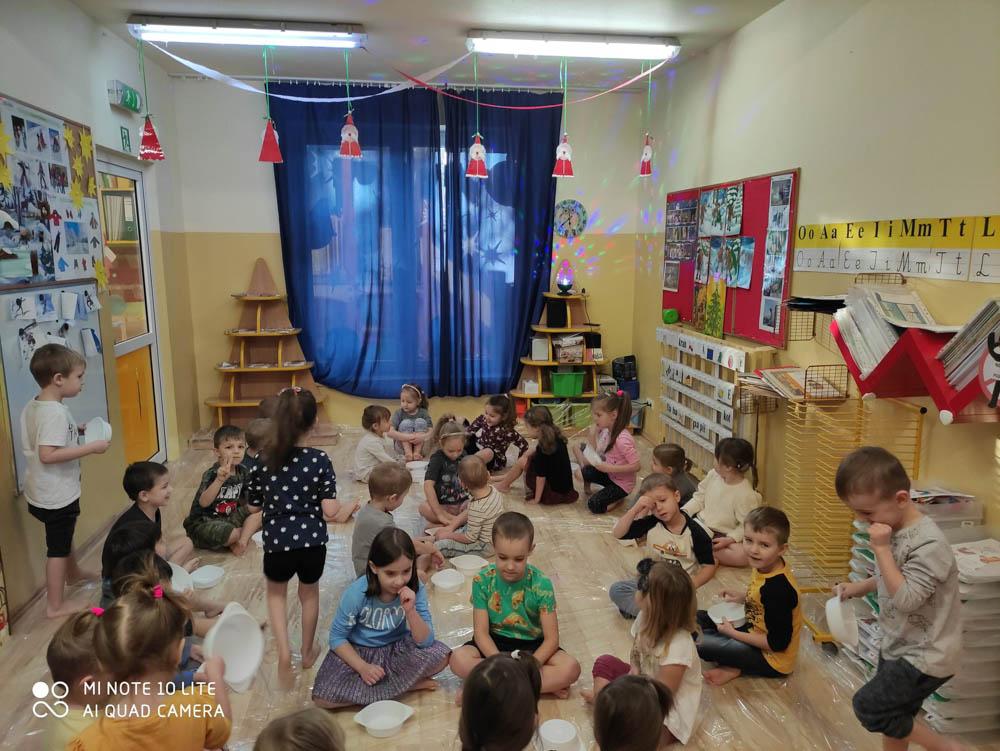 Przedszkole Puchatkowo Kraków iWieliczka Zabawy sensoryczne sztucznym śniegiem (9 of 28)